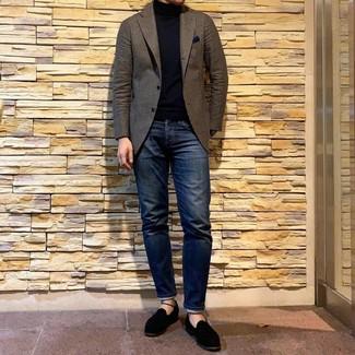 Combinar un blazer de lana marrón: Intenta ponerse un blazer de lana marrón y unos vaqueros azul marino para las 8 horas. Elige un par de mocasín de ante negro para mostrar tu inteligencia sartorial.