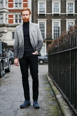 Combinar un blazer gris: Si buscas un estilo adecuado y a la moda, considera ponerse un blazer gris y unos vaqueros negros. Opta por un par de zapatos brogue de ante azules para mostrar tu inteligencia sartorial.