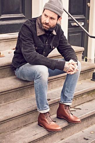 Combinar un gorro gris: Equípate una chaqueta estilo camisa de ante negra junto a un gorro gris transmitirán una vibra libre y relajada. Botas formales de cuero marrónes levantan al instante cualquier look simple.
