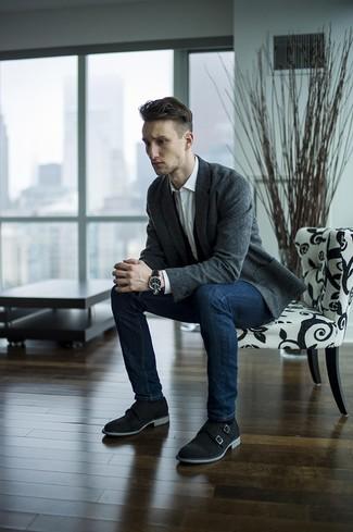 Cómo combinar: zapatos con doble hebilla de ante negros, vaqueros pitillo azul marino, camisa de vestir blanca, blazer de lana en gris oscuro