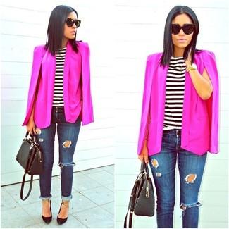 Combinar unas gafas de sol: Opta por un blazer estilo capa rosa y unas gafas de sol transmitirán una vibra libre y relajada. Zapatos de tacón de cuero negros son una opción excelente para completar este atuendo.