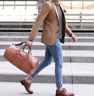 3ffed6b297 Cómo combinar una bolsa de viaje marrón claro (14 looks de moda ...