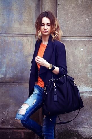 Combinar una pulsera de cuero negra: Un blazer azul marino y una pulsera de cuero negra son una opción buena para el fin de semana.