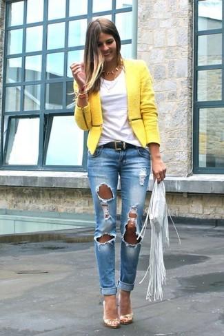 a07aa80d1 Look de moda  Sandalias de tacón de cuero doradas