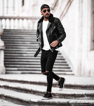 Combinar una gorra de béisbol negra: Una chaqueta motera de cuero negra y una gorra de béisbol negra son una opción excelente para el fin de semana. Agrega zapatillas altas de lona en negro y blanco a tu apariencia para un mejor estilo al instante.