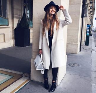 Cómo combinar un sombrero de lana negro con un abrigo blanco (4 ... dda709b74c2
