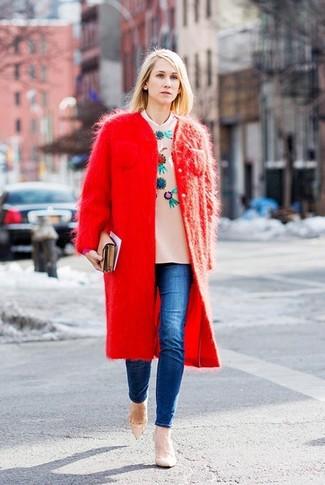 c361342fe Look de moda: Zapatos de tacón de cuero en beige, Vaqueros pitillo ...