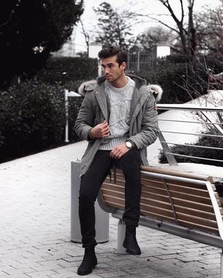 Combinar un reloj plateado: Una parka gris y un reloj plateado son una opción práctica para el fin de semana. Activa tu modo fiera sartorial y haz de botines chelsea de ante negros tu calzado.