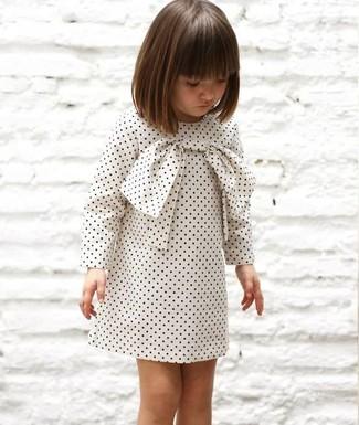 Cómo combinar: vestido a lunares blanco
