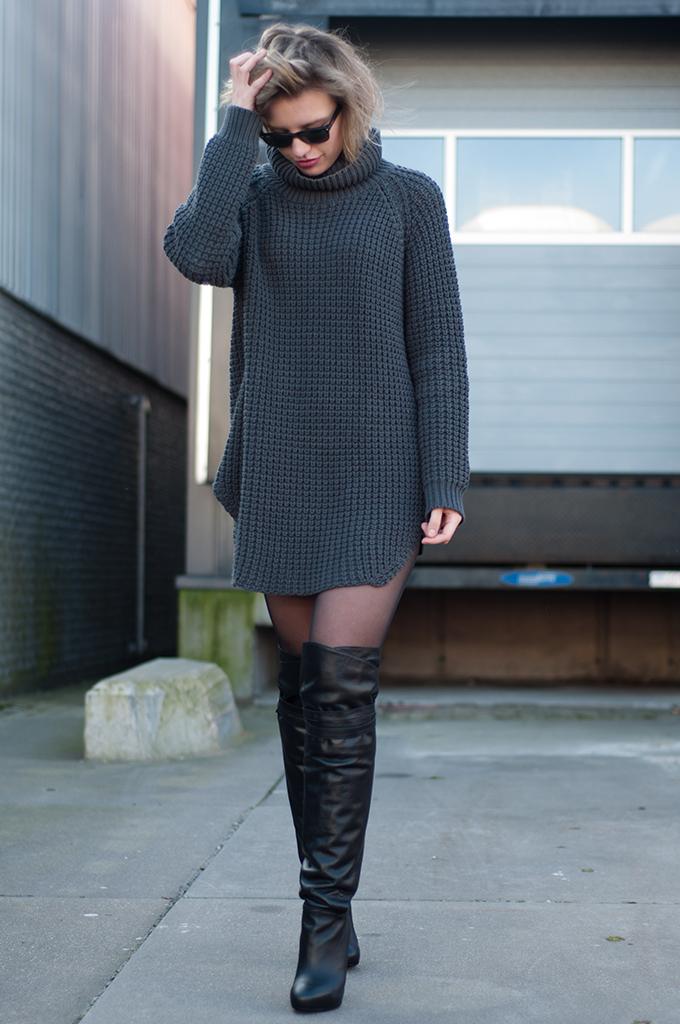 70348081b212 ... Look de moda: Vestido jersey de punto en gris oscuro, Botas sobre la  rodilla