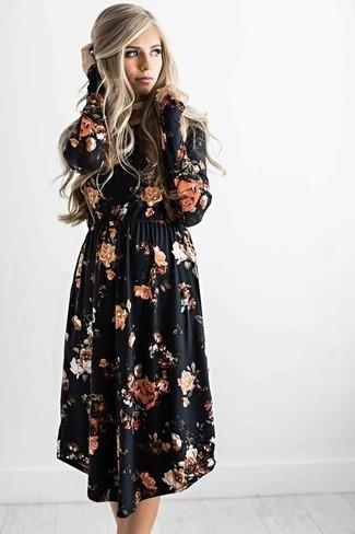 Cómo combinar: vestido midi con print de flores negro