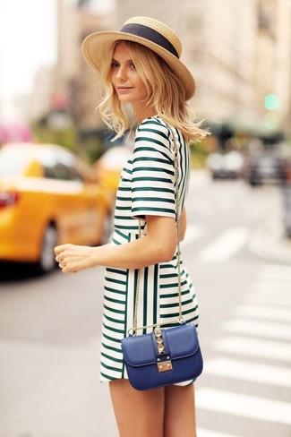 Perfecciona el look casual elegante en un vestido recto verde.