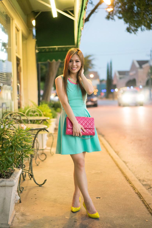 Vestido verde zapato rojo