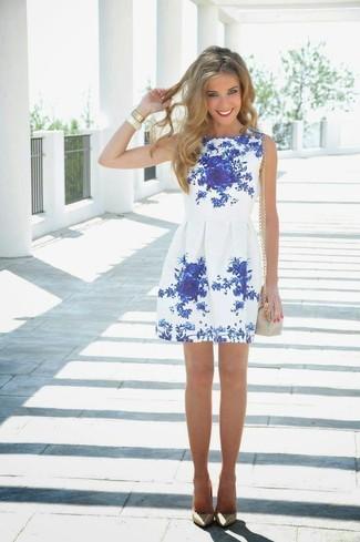 Que zapatos combinan con vestido azul con blanco