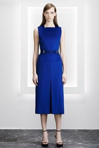 Cómo combinar: vestido tubo azul, sandalias de tacón de cuero negras