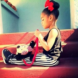 Combinar unas zapatillas negras estilo relajado: