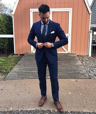 Cómo combinar: corbata de paisley en azul marino y verde, zapatos brogue de cuero marrónes, camisa de vestir celeste, traje azul marino