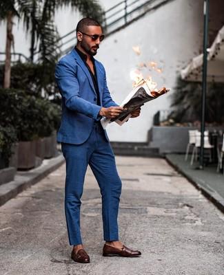 Cómo combinar: gafas de sol en marrón oscuro, zapatos con doble hebilla de cuero en marrón oscuro, camisa de manga larga negra, traje azul