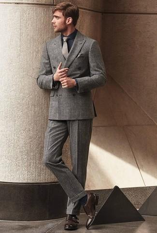 Combinar unos zapatos con doble hebilla de cuero en marrón oscuro: Emparejar un traje de tartán gris con una camisa de vestir de cambray azul marino es una opción atractiva para una apariencia clásica y refinada. Zapatos con doble hebilla de cuero en marrón oscuro son una opción inigualable para complementar tu atuendo.