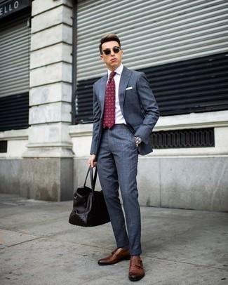 Combinar una corbata estampada burdeos: Ponte un traje azul y una corbata estampada burdeos para una apariencia clásica y elegante. Zapatos con doble hebilla de cuero marrónes contrastarán muy bien con el resto del conjunto.
