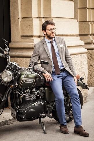 Combinar una corbata de punto marrón: Considera emparejar un blazer de lana a cuadros en beige con una corbata de punto marrón para un perfil clásico y refinado. Completa el look con zapatos con doble hebilla de ante en marrón oscuro.