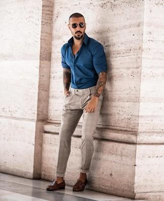 Cómo combinar: gafas de sol negras, zapatos con doble hebilla de cuero en marrón oscuro, pantalón chino de tartán en beige, camisa de manga larga en verde azulado