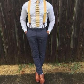 Cómo combinar: corbata de rayas horizontales amarilla, zapatos con doble hebilla de cuero en tabaco, pantalón de vestir en gris oscuro, camisa de vestir celeste