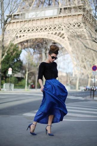 c768fa4957 Cómo combinar una falda larga plisada azul (3 looks de moda)