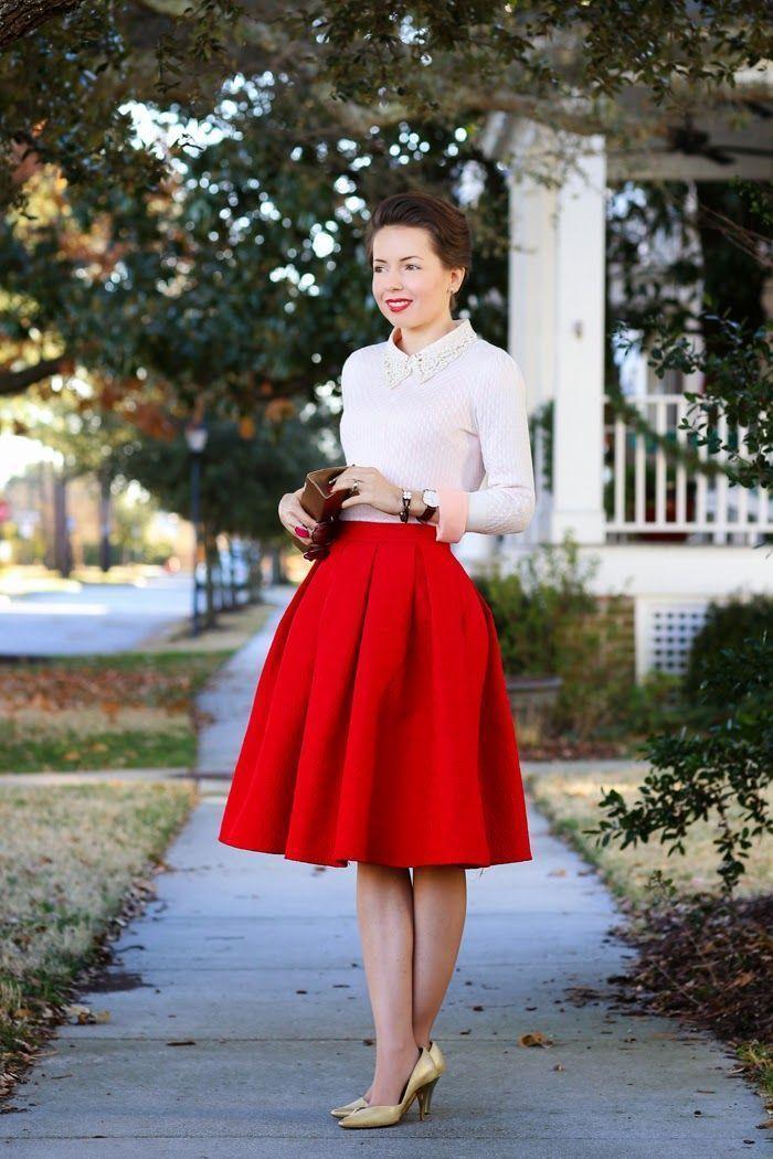 5cf2729f6 Un jersey con cuello circular de vestir con una falda campana roja ...