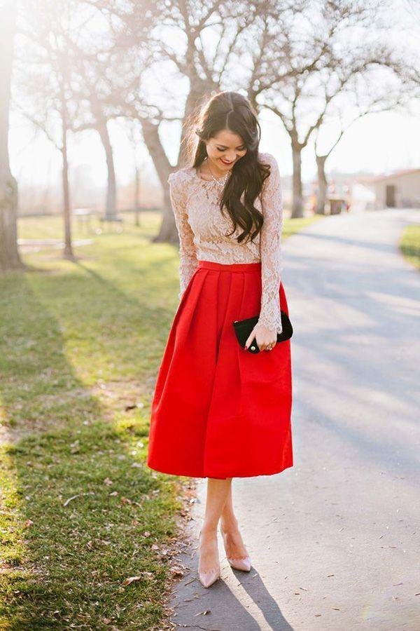 2e211ada0a39f Una blusa de manga larga de vestir con una falda campana roja (3 looks de  moda)
