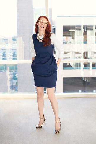 Que zapatos combinar con vestido azul marino