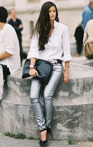 Look de moda  Cartera sobre de cuero negra 869556279cd0