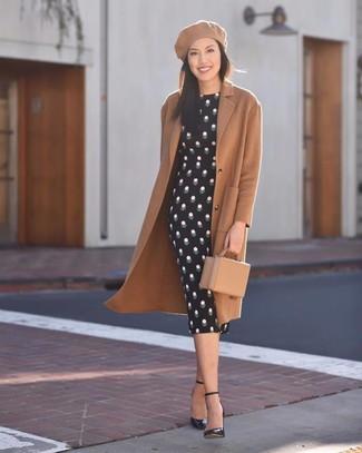 Combinar una boina marrón claro: Elige un abrigo marrón claro y una boina marrón claro transmitirán una vibra libre y relajada. Zapatos de tacón de cuero negros son una opción perfecta para completar este atuendo.