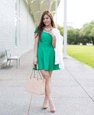 Combinar vestido verde con zapatos
