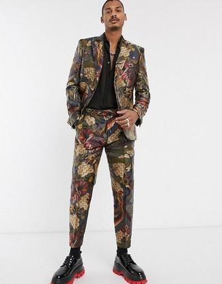 Combinar una camisa de manga larga de seda negra: Considera emparejar una camisa de manga larga de seda negra junto a un traje de brocado en multicolor para rebosar clase y sofisticación. Complementa tu atuendo con zapatos derby de cuero negros.
