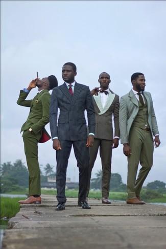 Cómo combinar: corbata de tartán roja, zapatos derby de cuero negros, camisa de vestir en verde menta, traje de rayas verticales negro