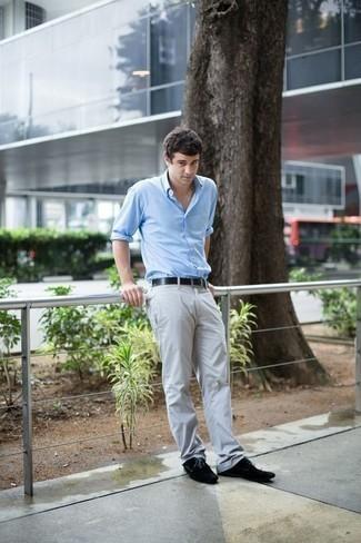 Combinar una camisa de manga larga con unos zapatos derby: Ponte una camisa de manga larga y un pantalón chino gris para conseguir una apariencia relajada pero elegante. ¿Te sientes ingenioso? Dale el toque final a tu atuendo con zapatos derby.