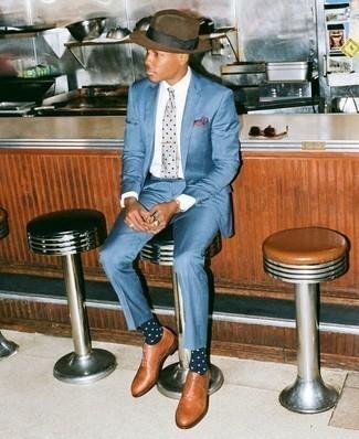 Combinar un sombrero de lana marrón: Haz de un traje azul y un sombrero de lana marrón tu atuendo para un almuerzo en domingo con amigos. Con el calzado, sé más clásico y completa tu atuendo con zapatos oxford de cuero en tabaco.