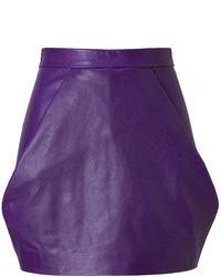 Minifalda de cuero en violeta