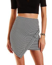 Minifalda de rayas horizontales en blanco y negro