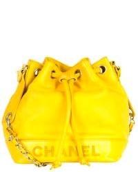 Mochila con Cordón de Cuero Amarilla de Chanel