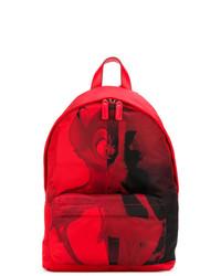 Mochila roja de Givenchy