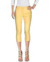 Pantalón capri amarillo