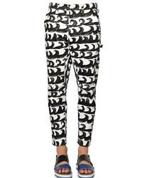 Pantalón chino con estampado geométrico en blanco y negro