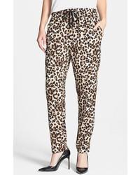Pantalón de pinzas de leopardo marrón