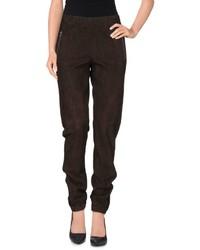 Pantalón de pinzas en marrón oscuro