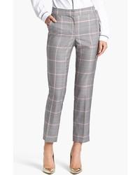 Si eres el tipo de chica de jeans y camiseta, te va a gustar la combinación de una camisa y un pantalón de vestir.