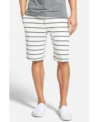 Pantalones cortos de rayas horizontales en blanco y azul marino