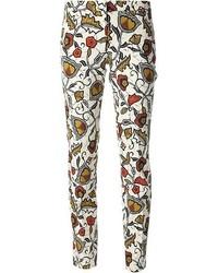 Pantalones pitillo con print de flores blancos