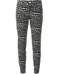 Pantalones pitillo estampados en negro y blanco de Stella McCartney
